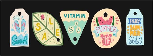 여름 판매 레이블입니다. 여름 태그를 즐기십시오. 여름 시간과 휴일에 레이블을 지정합니다. 태그 프로모션. 낙서 그림 엽서 및 소매.