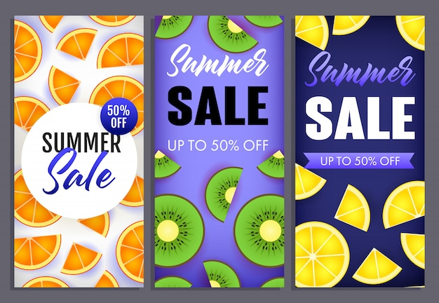 Lettering di saldi estivi con fette di kiwi, arancia e limone