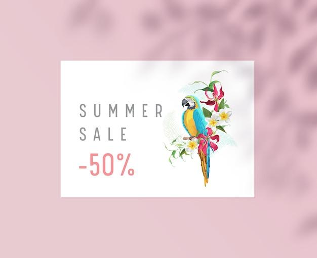 Плакат летней распродажи, фирменный стиль корпоративного бизнеса, стационарный шаблон с попугаем, сидящим на ветке с цветами плюмерии и тенью из листьев. акционное предложение со скидкой. векторные иллюстрации