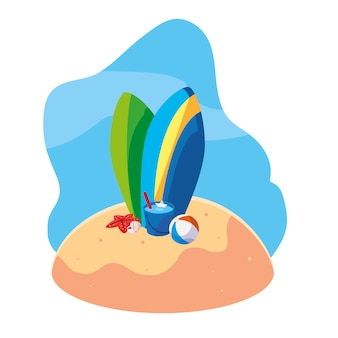 Летний песчаный пляж с досками для серфинга и набор иконок