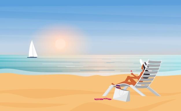 夏の海のビーチの休日旅行休暇帽子の若いビキニの女の子日光浴の背面図
