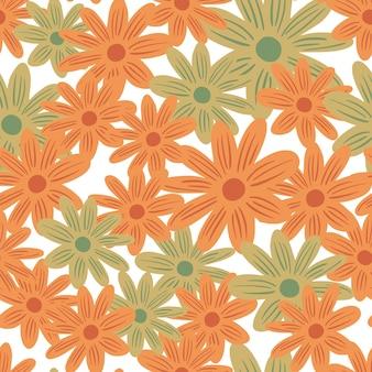 オレンジとベージュのランダムな花のデイジーの形をした夏のシームレスなパターン。孤立した背景。紙や布のテクスチャを包むためのグラフィックデザイン。ベクトルイラスト。