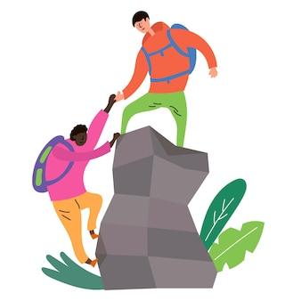夏のスポーツクライミングある男が山頂を征服するのを手伝う別の男エコツーリズム