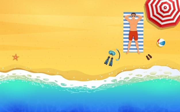 Летнее время. человек, носящий лежа на пляже на бело-синем полосатом полотенце.