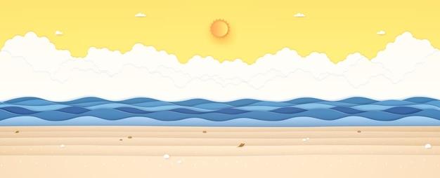 해변의 태양과 맑은 하늘에 돌과 조개류가 있는 여름 시간 바다 풍경 푸른 물결 모양의 바다