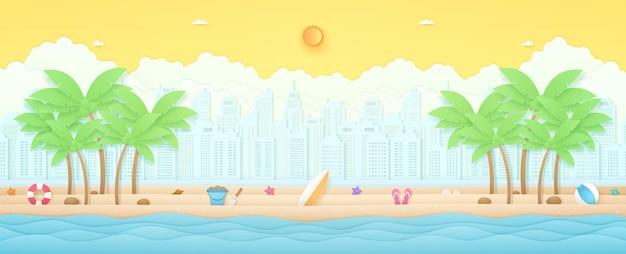 해변 풍경에 코코넛 나무와 여름 물건이 있는 여름 시간 열대 풍경 물결 모양의 바다