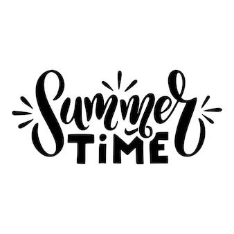 여름 시간-벡터 로고 텍스트입니다. 흰색 배경에 격리된 손으로 그린 여름 글자가 있는 타이포그래피 포스터입니다. 엽서, 배너에 대 한 벡터 일러스트 레이 션. 컵, 가방, 셔츠, 패키지, 풍선에 인쇄합니다.