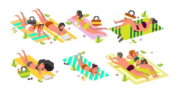 夏休みの活動コンセプト。ビーチタオルの上に横たわる人々リラックスして日焼けを取得します。女と男の夏休みと休暇。