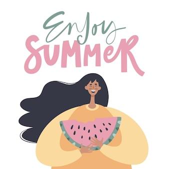 Летняя иллюстрация с девушкой, едящей арбуз. модный плоский мультипликационный персонаж с рукописной фразой «наслаждайтесь летом». плакат летних каникул.
