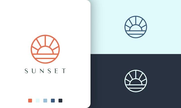 シンプルでモダンな円の形をした太陽または海のロゴ