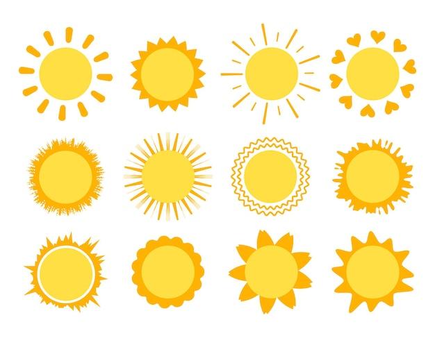 Солнце заходит с лучами разной формы, изолированными на белом фоне