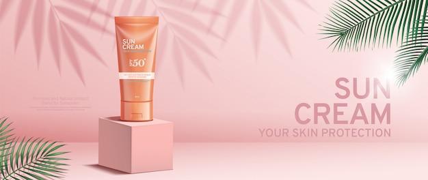 熱帯の葉のある正方形のステージに日焼け止めクリームのバナー広告