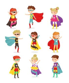 슈퍼 영웅 아이들. 슈퍼 히어로 의상을 입은 아이들, 초능력 자, 가면을 입은 아이들.
