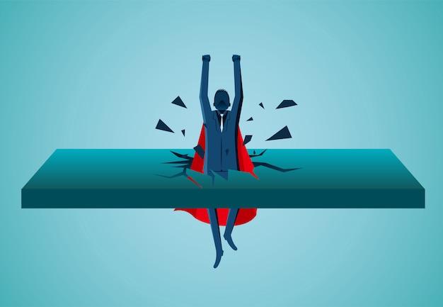 壁から飛び出すスーパーヒーローのビジネスマンが空に舞い上がります