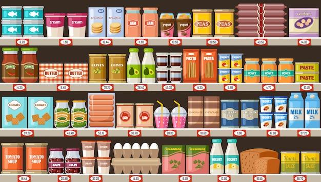 Супермаркет, полки с продуктами и напитками