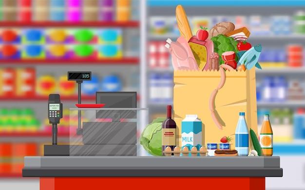 Интерьер магазина супермаркета с товарами. большой торговый центр. интерьерный магазин внутри. касса, банкомат, бакалея, напитки, еда, фрукты, молочные продукты. векторная иллюстрация в плоском стиле
