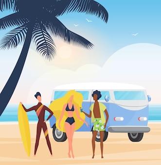 夏にサーフボードを持っているサーファーの人々