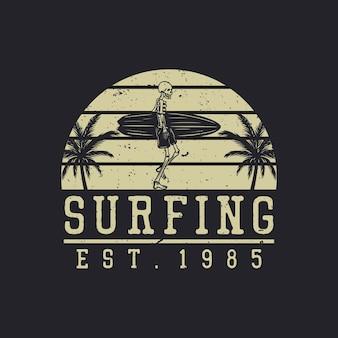 サーフィンボードヴィンテージを運ぶスケルトンとサーフィンエスト1985