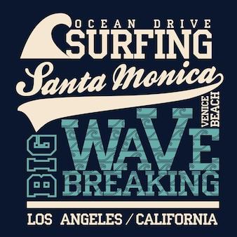 サーフィンtシャツのグラフィックデザイン。サンタモニカビーチサーフィン。カリフォルニアのサーファーはタイポグラフィのエンブレムを身に付けています。クリエイティブデザイン。ベクター