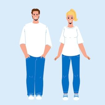 男性と女性のベクトルを身に着けているtシャツの服。スタイリッシュな空白のtシャツ、ジーンズと靴は若い男の子と女の子を着ています。ファッショナブルなスタイリッシュな服のフラット漫画イラストで幸せなキャラクター