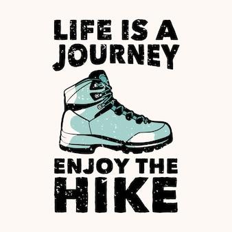 Дизайн футболки жизнь - это путешествие, наслаждайтесь походом с винтажной иллюстрацией походных ботинок