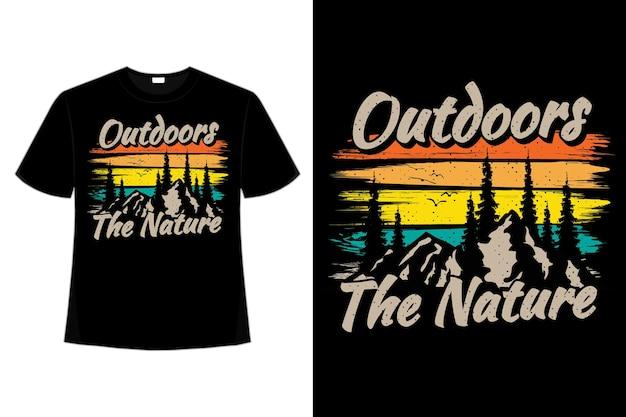 アウトドア自然山松ブラシスタイルレトロヴィンテージイラストのtシャツデザイン Premiumベクター