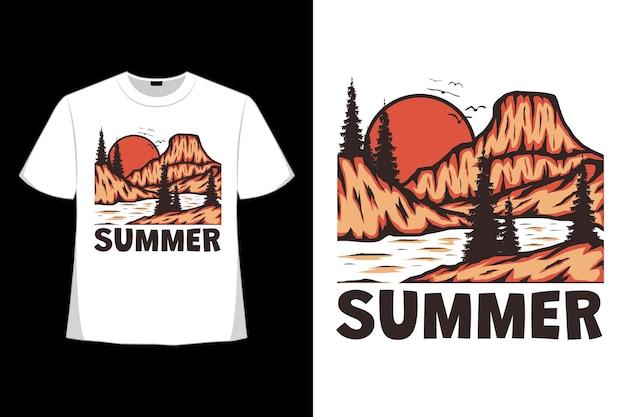 복고 스타일로 그린 여름 산 정글 손의 티셔츠 디자인