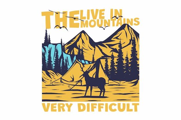 レトロな山のハイキングの森自然ビンテージ スタイルの手描きの t シャツのデザイン