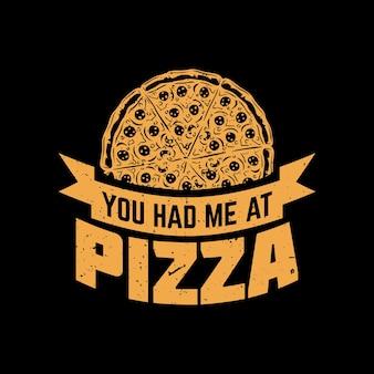 Дизайн футболки ты пригласил меня в пиццу с пиццей и винтажной иллюстрацией на черном фоне