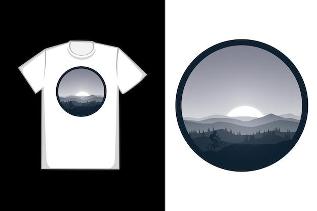 밤의 티셔츠 산은 아름다운 자전거 타기