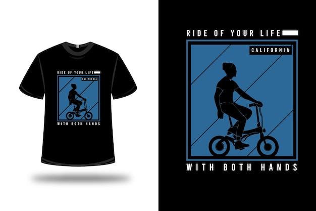 양손으로 당신의 인생의 티셔츠를 타고 파란색