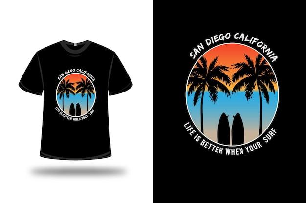 Футболка сан-диего калифорния жизнь лучше, когда вы серфите на оранжево-синем и светло-коричневом