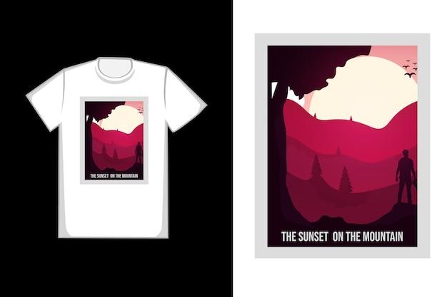 山に沈む夕日のtシャツ