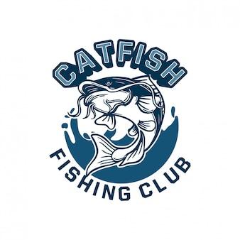 ナマズは、釣りクラブのロゴバッジの背景の青い水とジャンプします。 tシャツにも使用できます