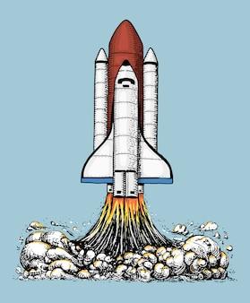 スペースシャトルが離陸します。天文宇宙飛行士の探査。古いスケッチ、ラベル、スタートアップビジネスまたはtシャツのビンテージスタイルで描かれた刻まれた手。空飛ぶ船。空に打ち上げるロケット。