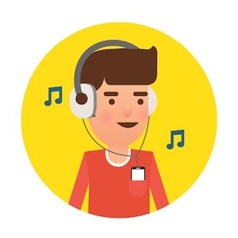 オレンジ色のtシャツの男がヘッドフォンを使って聴いています。