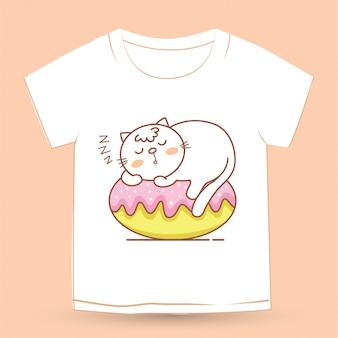 Tシャツのケーキで寝ている漫画かわいい猫
