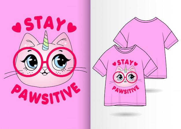 Tシャツと手描きのかわいい猫