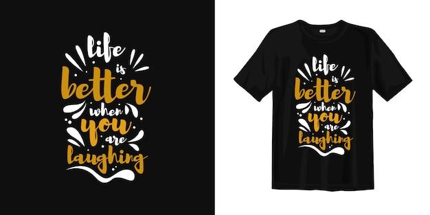 あなたが笑っているとき、人生は良くなっています。タイポグラフィのtシャツのデザイン