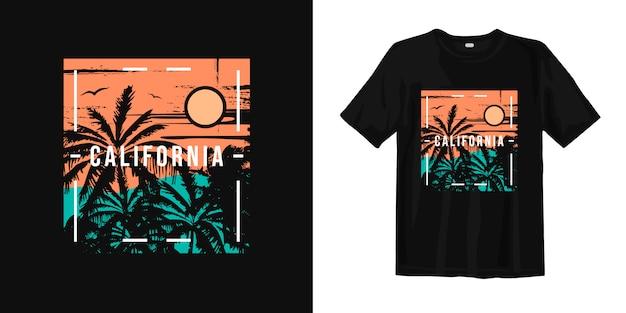 カリフォルニアの夕日とヤシの木のシルエットのtシャツのデザイン