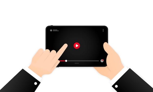 화면 또는 모바일 스트리밍 기술에 비디오 플레이어가있는 태블릿.