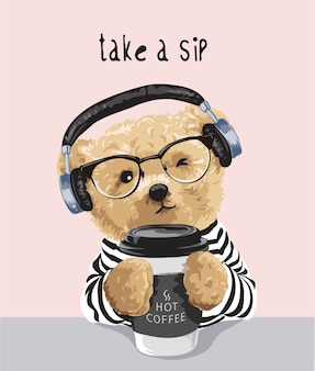 コーヒーカップのイラストを保持しているクマのおもちゃで一口スローガンを取る