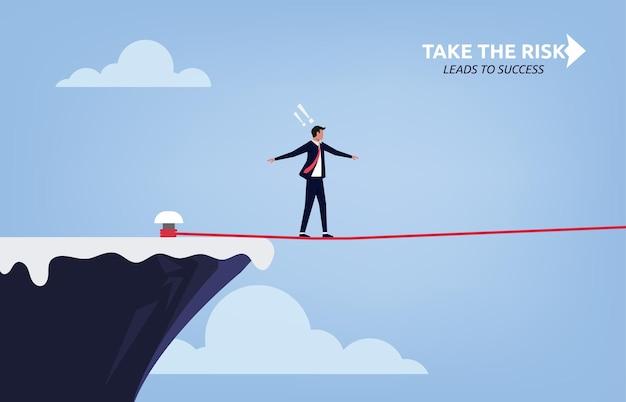 Принятие концепции риска для успеха с бизнесменом, идущим на иллюстрации символа натянутой веревки