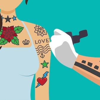Художник-татуировщик рисует девушку рукой