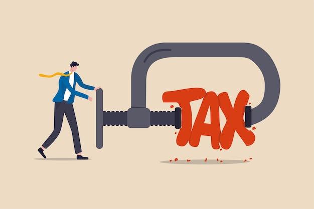 減税、政府の方針、所得税の最適化とウェルスマネジメントのコンセプト、減税の言葉の税の比喩を絞るためにクランプを使用するプロのウェルスマネージャーのビジネスマン。