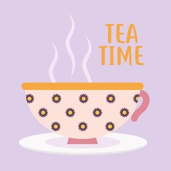 Надпись времени чая с розовой чашкой кофе и цветами