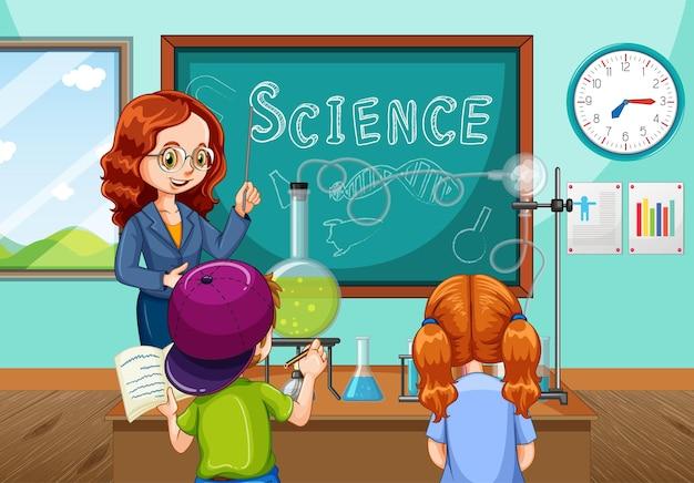 교실에서 학생들에게 과학 실험을 설명하는 교사