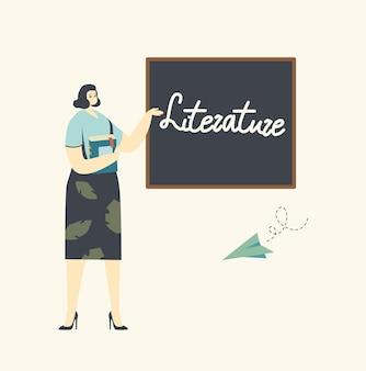 지루한 문학 수업을 수행하는 교사 여성 캐릭터 근처에 비행 종이 비행기가있는 칠판 교실에 서 있습니다.