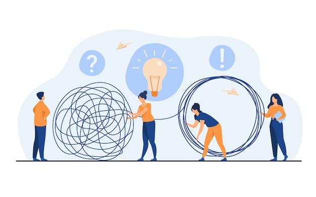 Команда антикризисных менеджеров решает проблемы предпринимателя. сотрудники с лампочкой распутывают клубок. векторная иллюстрация для совместной работы, решения, концепции управления