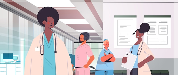 Команда врачей смешанной расы в униформе обсуждает во время встречи в коридоре больницы концепция здравоохранения горизонтальный портрет векторная иллюстрация